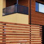 Деревянный забор штакетный горизонтально