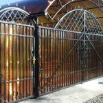 Кованный забор с сотовым поликарбонатом