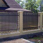 Комбинированный забор с поликарбонатом