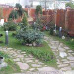 Бюджетный вариант садовая дорожка